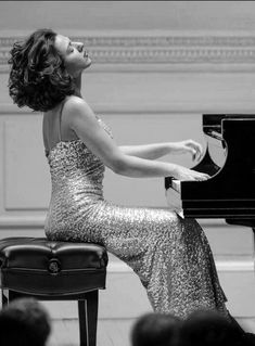 Piano Player, Piano Man, Classical Music, Female, Formal Dresses, Plays, Women, Celebrities, Fashion
