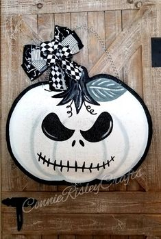 Shop Spotlight – Connie Risley Crafts – Building Our Happily Ever After Halloween Yard Art, Halloween Wood Crafts, Halloween Door Hangers, Fall Door Hangers, Halloween Door Decorations, Burlap Door Hangers, Halloween Projects, Fall Crafts, Fall Halloween