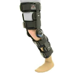 ITA-MED Advanced Range of Motion Post Operative Knee Brace - Give your knee the support it needs after reconstructive surgery for ACL, PCL, MCL, and LCL with the ITA-MED Advanced Range of Motion Post. Sports Knee Brace, Hinged Knee Brace, Contact Sport, Knee Arthritis, Knee Surgery, Bone And Joint, Sprain, Sports Medicine, Range Of Motion