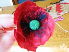 Wonderful tutorial for paper poppies! I definitely must make these! Paper Flowers Diy, Flower Cards, Felt Flowers, Diy Paper, Paper Crafts, Diy Crafts, Felt Crafts, Craft Tutorials, Craft Ideas