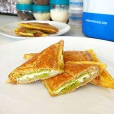 Fitness toasty ve vaječném županu - zdravý recept Bajola Low Carb Recipes, Cooking Recipes, Healthy Recipes, Good Food, Yummy Food, Protein Foods, Cooking Light, Main Meals, Holiday Recipes