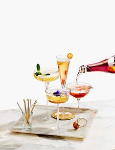 Give your friends a wedding menu they won't soon forget, and the specialty cocktails everyone will be talking about. Are food trucks out for weddings? Summer Cocktails, Cocktail Drinks, Cocktail Recipes, Food Photography Styling, Food Styling, Product Photography, Photo Food, Drinks Tray, Fruit Drinks