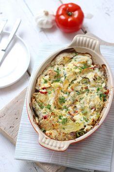Snelle vis-ovenschotel met aardappel. Een lekkere ovenschotel die makkelijk te maken is en ook nog eens vrij snel klaar. Varieer eens met de groenten. Kies ook eens voor bijvoorbeeld broccoli. Ga jij deze ovenschotel maken? Klik hier voor het recept!