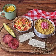 Buen día, a #desayunar! #Mangú encebolla'o, #huevos revueltos, #salami, #queso crema, #aguacate y un refrescante #jugo de #naranja Buen provecho a todos!