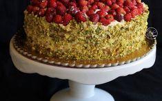 Ricette - Torta al pistacchio con chantilly e fragoline