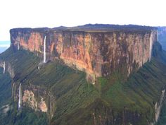 "Mount Roraima, Venezuela in Venezuela. The highest point of the mountain is ""El Maverick"", 2810 m, at the southern end of the plateau and totally inside Venezuela. Part of it is in Guyana and Brasil but is in Venezuela. Monte Roraima, Places To Travel, Places To See, Places Around The World, Around The Worlds, Les Cascades, The Lost World, Natural Wonders, Amazing Nature"