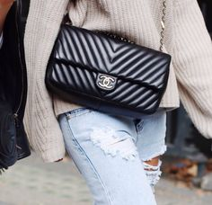 Trendy Women's Purses : chanel chevron maxi flap bag Luxury Bags, Luxury Handbags, Marca Chanel, My Bags, Purses And Bags, Balenciaga, Mode Lookbook, Mode Chanel, Chanel Classic Flap