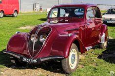 #Peugeot #402 #Légère au salon Auto Moto Retro de Rouen. Reportage complet : http://newsdanciennes.com/2015/09/28/grand-format-auto-moto-retro-de-rouen/ #Cars #Vintage #Classic_Cars