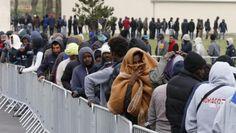 Экс-глава МВД Германии: бесконтрольный прием беженцев стал ошибкой.  фото:vistanews Решение правительства ФРГ бесконтрольно принимать встране незарегистрированных беженцев, следующих черезВенгрию, является беспримерной политической ошибкой, заявилP