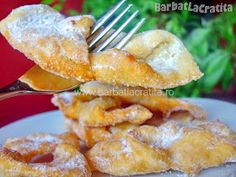 Scovergi Romanian Food, Yeast Bread, Dessert Recipes, Desserts, Onion Rings, Delish, Sweet Tooth, French Toast, Food And Drink