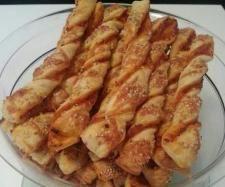 Rezept Melli's Pizzastangen Salami-Schinken mit Käse-Sesam-Kruste von Zahnfee1989 - Rezept der Kategorie Backen herzhaft