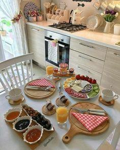 New brunch cafe interior ideas ideas Breakfast Buffet Table, Breakfast Table Setting, Breakfast Bar Kitchen, Turkish Breakfast, Best Breakfast, Breakfast Recipes, Breakfast Ideas, Breakfast Presentation, Food Presentation
