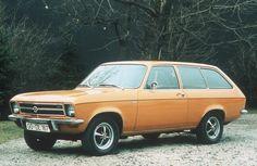 El Opel Ascona es un automóvil producido por Opel desde el año 1970 hasta 1988 y compartía componentes con el Opel Manta. El modelo se desarrolló para cubrir el hueco en la gama entre el Opel Kadett y el Opel Rekord. El sustituto del Ascona es el Opel Vectra.