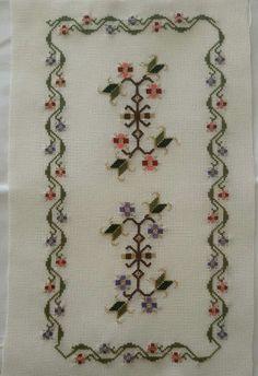 Selda Cross Stitch Borders, Cross Stitch Patterns, Vintage Embroidery, Cross Stitch Embroidery, Art N Craft, Bargello, Filet Crochet, Diy And Crafts, Design