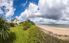 Self catering seaside holiday accommodation near Great Yarmouth & the Norfolk coast. Chalets, lodges, cottages, all with stunning sea views next to sandy beach between Great Yarmouth and Norfolk Broads at Wakefield Court Beach. Best Uk Holidays, Seaside Holidays, Norfolk Holiday, Holiday Cottages To Rent, Great Yarmouth, Holiday Accommodation, Cottage Design, Coastal Cottage, Beach Cottages
