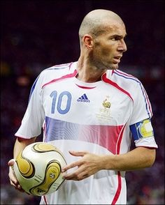Greatest ever. Best Football Players, World Football, Soccer Players, Football Soccer, Zinedine Zidane, Hazard Real Madrid, France National Team, Most Popular Sports, Sports Images