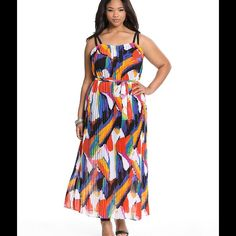 Host Pick Pleated print dress size 26/28 true to size some loose threading by the armpit (not noticeable) Dresses