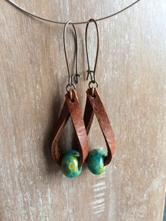 Boho Leder Ohrringe – Distressed Leder Drop Ohrringe – Modeschmuck – Boho Ohrrin… Boho Leather Earrings – Distressed Leather Drop Earrings – Fashion Jewelry – Boho Earrings – Rustic Jewelry – Dangle – Unique Style Jewelry # earrings Pin: 570 x 760 Rustic Jewelry, Wire Jewelry, Boho Jewelry, Jewelry Crafts, Beaded Jewelry, Handmade Jewelry, Silver Jewelry, Jewelry Trends, Jewlery