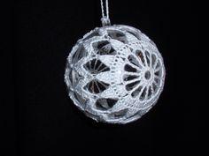 Best 12 Cicci Nilsson's media content and analytics – SkillOfKing. Christmas Tree Decorations To Make, Christmas Tree Bulbs, Crochet Christmas Ornaments, Crochet Snowflakes, Snowflake Pattern, Christmas Baubles, Crochet Doilies, Crochet Tree Skirt, Crochet Ball