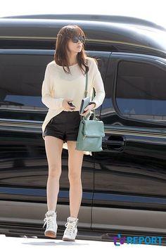 Kang Sora Airport Fashion, Airport Style, Kang Sora, Red Carpet Fashion, Korean Fashion, Purses And Bags, Celebrity Style, Girl Fashion, Idol