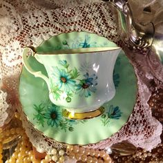 Beautiful Vintage Royal Albert English Bone China Mint Green Tea Cup and Saucer :): Royal Albert, Vintage Cups, Vintage Tea, Vintage Green, Green Tea Cups, Café Chocolate, Teapots And Cups, Teacups, Bone China Tea Cups