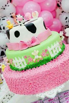 Cow Birthday Parties, Girl Birthday Themes, Farm Animal Birthday, Farm Birthday, Barnyard Cake, Fall 1st Birthdays, Cowgirl Party, Farm Party, Creative Cakes