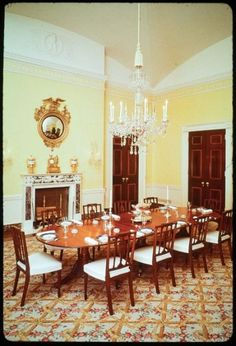 How Past Presidents Have Decorated the White House Melania Trump will soon redecorate the White House, so we decided to look at the past for some home decor inspiration. Take a look at how the White House has been decorated in the past!   This is how the Kennedy Administration decorated The Family Dining Room, 1963.