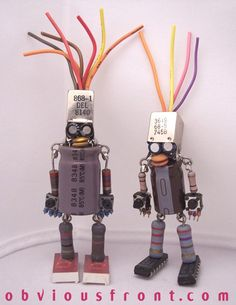 Pareja 600x776 Robots Obviousfront