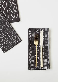 Make mud cloth napkins with fabric markers. African Textiles, African Fabric, African Prints, African Home Decor, African Interior, African Mud Cloth, Idee Diy, African Design, African Style