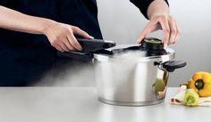 Despre avantajele oferite in bucatarie de oala sub presiune Rice Cooker, Kitchen Appliances, Desi, Diy Kitchen Appliances, Home Appliances, Kitchen Gadgets