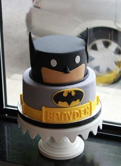 Adorable Batman birthday cake. Perfect for a superhero birthday party!