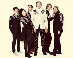"""Los de Arcade Fire revelaron dos nuevas canciones. Escucha aquí """"Get Right"""" y """"Crucified Again""""."""
