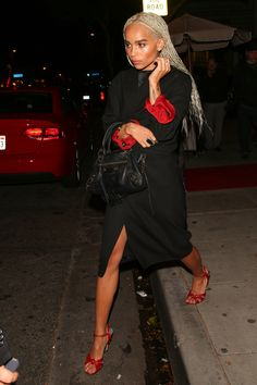 Zoe Kravitz leaving Drake's birthday party Zoe Kravitz Braids, Zoe Kravitz Style, Zoe Isabella Kravitz, Streetwear, Celebs, Celebrities, Mode Inspiration, Beautiful People, Celebrity Style