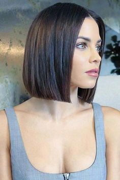 Glass Bob Smooth silky and straight this glassy bob thinks frizz is so last year It perfectly grazes the shoulders which is ultra-flattering Hair Inspo, Hair Inspiration, Short Hair Trends, Celebrity Short Hair, Short Bob Hairstyles, Prom Hairstyles, Hairstyle Short, Pixie Haircuts, Blunt Bob Haircuts