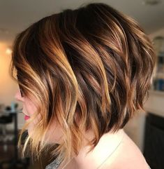 60 Layered Bob Styles: Modern Haircuts with Layers for Any Occasion - Aktuelle Damen Frisuren Short Choppy Bobs, Short Layered Haircuts, Wavy Bobs, Modern Haircuts, Short Hair Cuts, Short Hair Styles, Bob Styles, Layered Bobs, Boy Haircuts