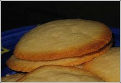A replica of Brown Edge Wafers (aka Swedish Butter Cookies) Swedish Cookies, Danish Butter Cookies, Butter Cookies Recipe, French Cookies, Cookie Recipes, Dessert Recipes, Lemon Desserts, Wafer Cookies, Baking Cookies