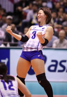 Pin by coolest video productions on girl's and women's volleyball in 2019 Female Pose Reference, Pose Reference Photo, Human Reference, Drawing Reference Poses, Gesture Drawing Poses, Figure Reference, Anatomy Reference, Rugby Feminin, Action Posen