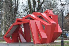 Urban sculpture in Ljbljana Tivoli park: TIVOLI INFO POINT ROJO cuadrado girar  instalacion