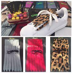 Flecos de piel de potro de pelo corto color gris, morado y animal print de leopardo.