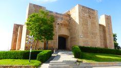 """#Huelva - #Cartaya - Castillo de los Zúñiga.  37º 16' 58"""" - 7º 9' 24"""".  Situado al Oeste, se asienta sobre un cabezo de tierra arcillosa rojiza muy compacta. Construido con licencias regias de 1417 y 1420 por D. PEDRO DE ZUÑIGA, para defender el paso de barca del Río Piedras, está terminado en 1428.Hay un plano de 1668 en el Servicio Histórico Militar de Madrid que nos permite conocer su estructura original."""