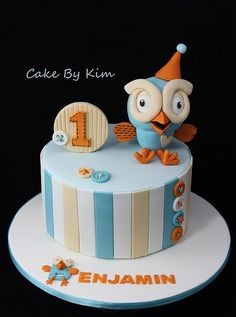 I like this giggle and hoot cake, as it is simple Teen Cakes, Cakes For Boys, Fondant Cakes, Cupcake Cakes, Cupcakes, Owl Cakes, 1st Birthday Cakes, Cake Board, Novelty Cakes