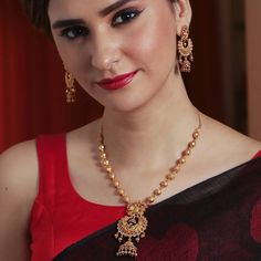 Buy the best Indian style Necklace Sets from the top Indian jewelry shopping brand. Shop the best Indian jewelry designs for Necklace Sets online for various occasions and events. Gold Necklace Simple, Gold Jewelry Simple, Necklace Set, Silver Jewelry, Silver Ring, Jewelry Necklaces, Punk Jewelry, Indian Gold Necklace, Bohemian Jewelry