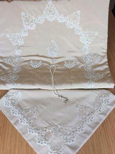 seccade dantel lace bohça prayer bundle dowry Prayer Rug, Prayers, Sewing, Lace, Fabric, Model, Beautiful, Sewing Lessons, Butterflies