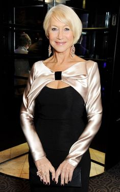An elegant Helen Mirren wears David Morris white and pink diamond chandelier earrings and a diamond between-the-finger ring to the 2013 Evening Standard Theatre Awards. Fashion Tips For Women, Womens Fashion, Dame Helen, Over 60 Fashion, Beautiful Old Woman, Helen Mirren, Advanced Style, Looks Chic, Fashion Moda