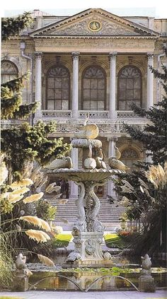 Garden facade and fountain, Dolmabahce Palace, Istanbul, Turkey. Amazing Architecture, Art And Architecture, Turkish Architecture, Beautiful Buildings, Beautiful Places, Copacabana Palace, Empire Ottoman, Pamukkale, Turkey Travel