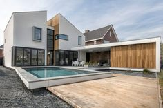 Photography courtesy of Zone Zuid Architecten  Visit Zone Zuid Architecten  The post House in Roosendaal by Zone Zuid Architecten appeared first on HomeAdmire.