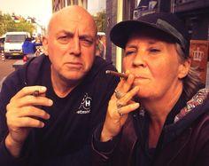Janny en ik op terras in Sneek ---- Koningsdag 2014