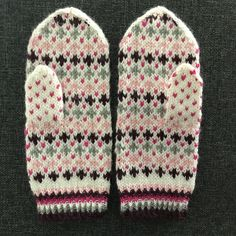 Virolaissarjaa: pääskylapaset Knit Mittens, Fun Projects, Knitwear, Knit Crochet, Knitting Patterns, Gloves, Crafty, Wool, Sewing