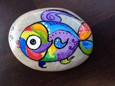 Рыбка на камушке