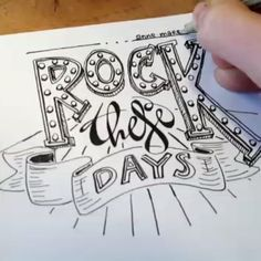 ☆Filmpje☆ Rock these days everyone #fijnedagen #christmastime #vivavideo #video #handlettering www.annemares.nl